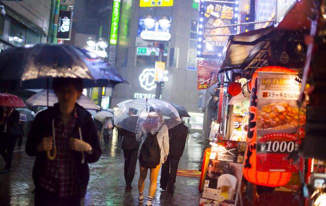 飲食店が「台風」などの荒天時にやるべき3つの対策。従業員、客、店舗を守るには!?