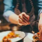 飲食店の原価率を正しく計算する方法。業態ごとの目安数値や原価率を抑えるコツも紹介