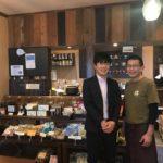 黒糖茶房オーナーの大森さん(右)とカフェコンサルタント大槻洋次郎